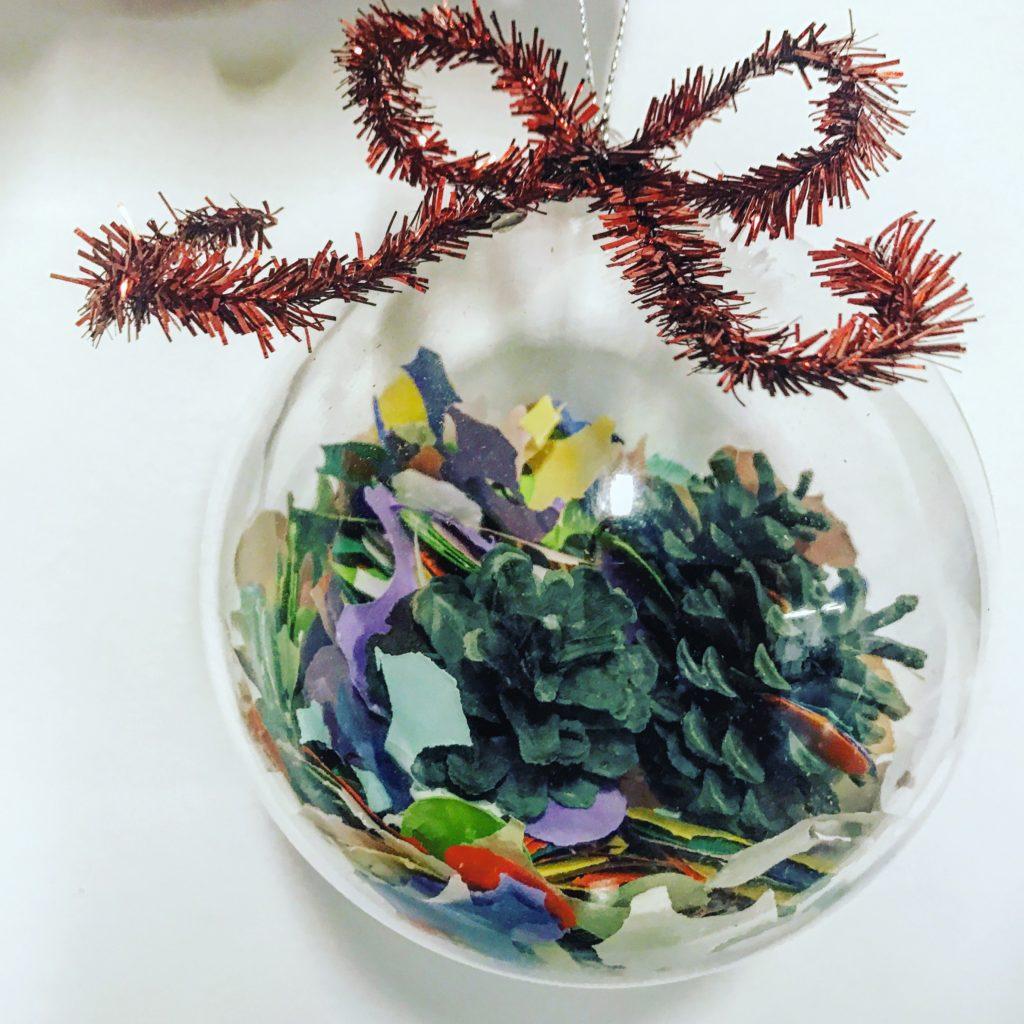 Balocco di Natale con i coriandoli